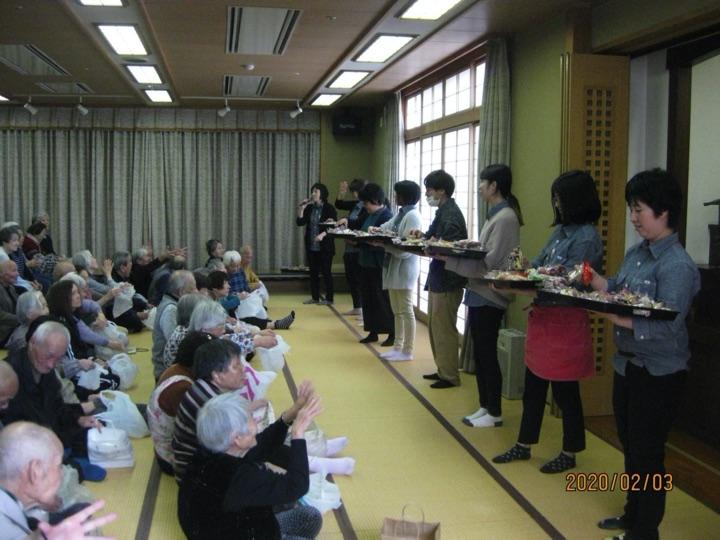 2月3日は節分、ということで清月荘でも豆まきと菓子まきをしました。